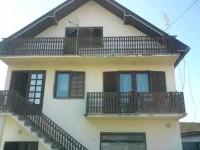 Na prodaju kuća u Petlovači sa halom