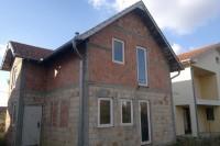 2 kuce ili stanovi na prodaju