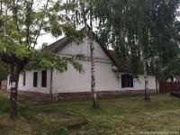Kuća sa imanjem Lok, Titel