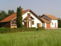 Kuća sa pomoćnom zgradom