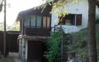 Kuca sa pogledom na manastir Studenica