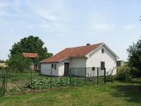 Kuća 70 m2, plac 600 m2, Surduk (Između Belegiša i Slankamena) polunameštena, 150€, depozit 300€. tel. 062/8019180