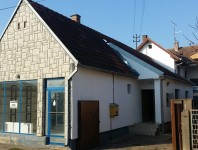 Stambeno-poslovna kuća moguca zamena za stan