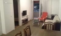 Izdajem stan 55 kv/m opremljen,garaza,video-interfon,cg,opremljen.