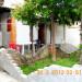 Crveni krst, dva stana u ograđenom dvorištu